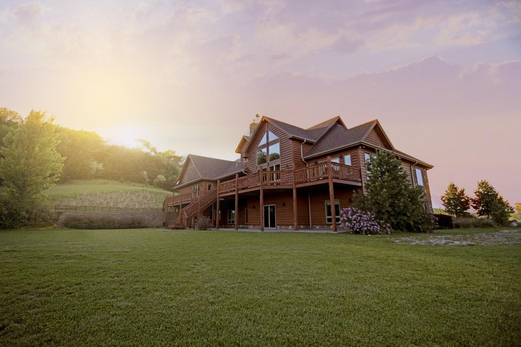 Guide pratique pour choisir le type de maison en bois qui vous convient